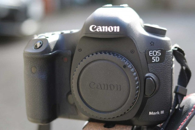 CANON 5D MARK Ⅲ 後継機は2機種!?
