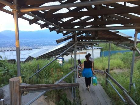 ほったらかし温泉-acchi-階段