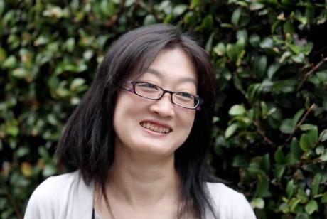 女優・橋本亜紀、来る8月を語る。舞台「人が流されていく川」インタビュー